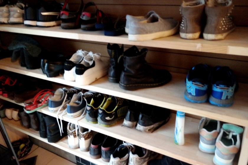 Peace House Abeno shoe rack