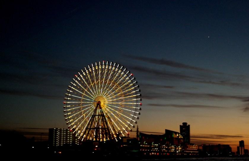 Tempozan Ferris Wheel captain line